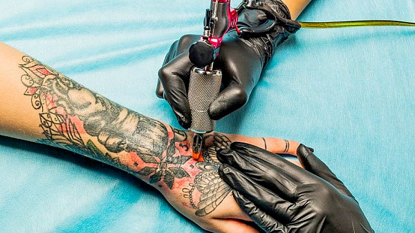Tattoo ink may be toxic study suggests bahamas local news for Red tattoo ink problems