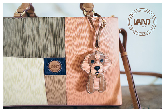 LAND Longrain - The Jackie Bag # 39322 - Cute puppy and he does not shed.