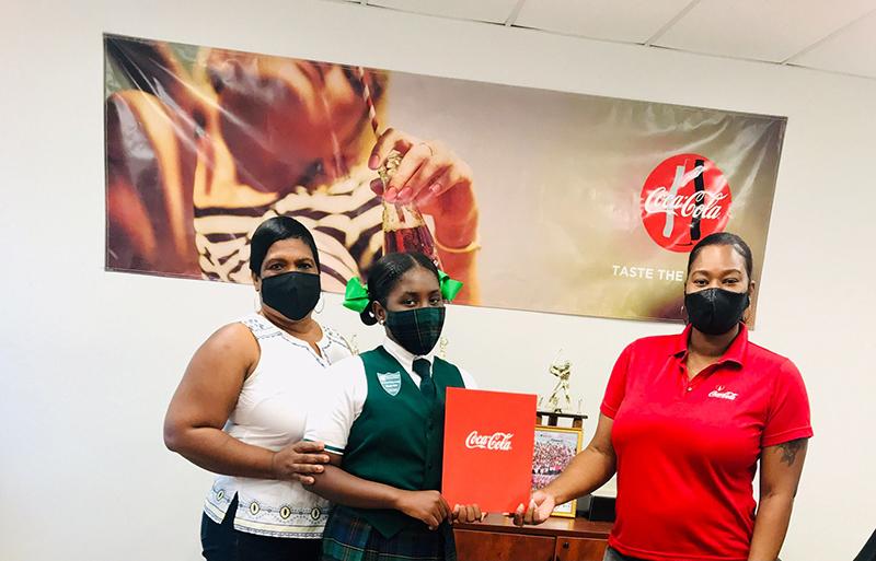 (L-R) Sophia Edgecombe, mother, Maliyah Edgecombe, 2021 CBC Carleton Williams Scholarship Winner, and Blaine Bullard, CBC Grand Bahama Team Member