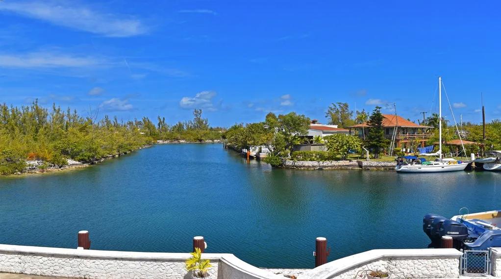 Coral Harbour Waterways, Coral Harbour