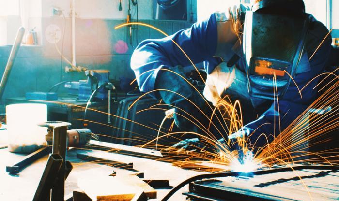 Man welding (courtesy of MedicalNewsToday.com)