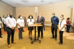 Prime Minister Minnis visits Contact Tracing Command Centre