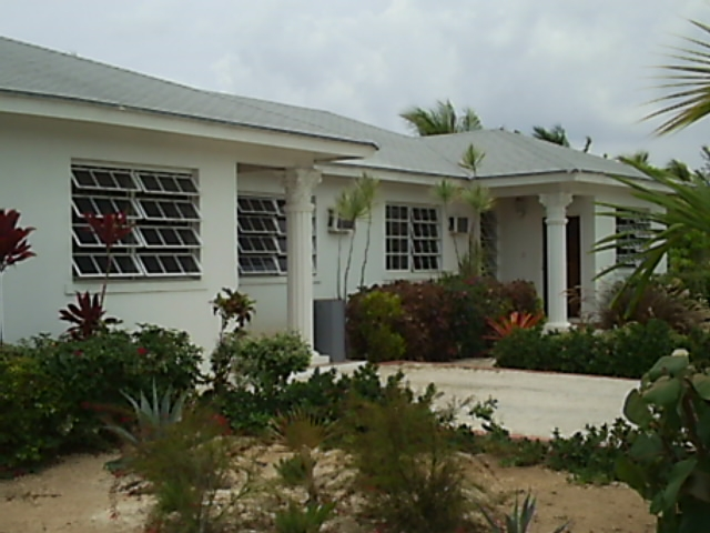 Grand bahama spacious home emerald bay freeport grand for Cheap new home builders